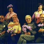 director__en_el_aire_las_compongo__tomas_urtusastegui_su_familia_esthela_y_sonia_1999